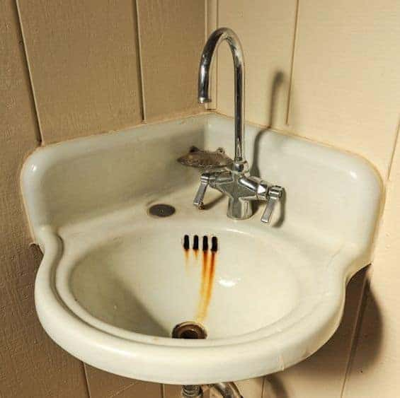 Hook up badeværelse sink drain