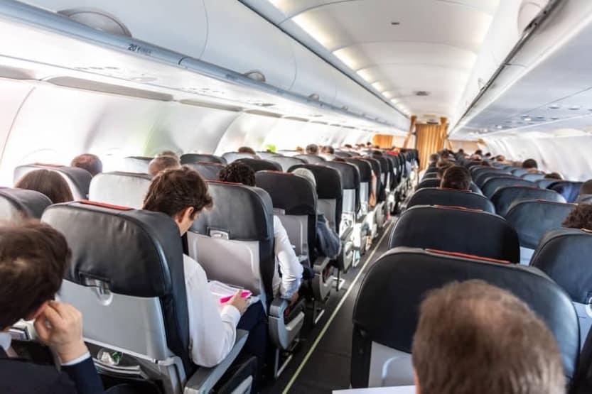 crowded-airplane