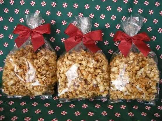 caramel-popcorn-in-gift-bags
