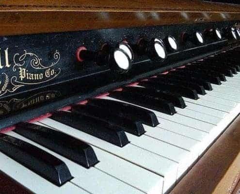 A piano keyboard