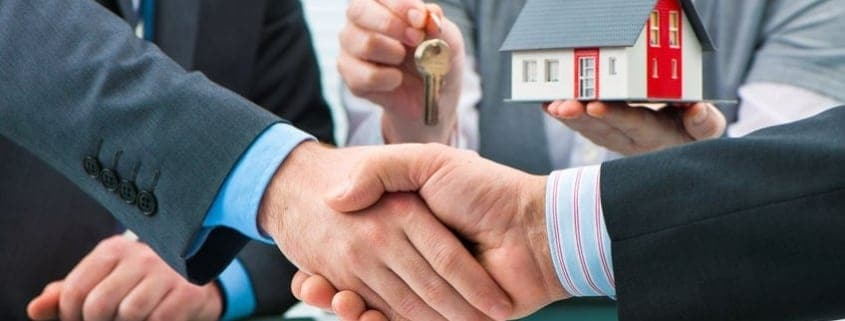 couple-closing-on-new-home-mortgage
