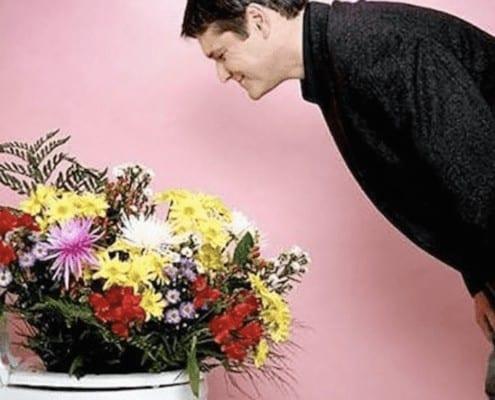 man-leaving-bouquet-of-flowers-in-toilet