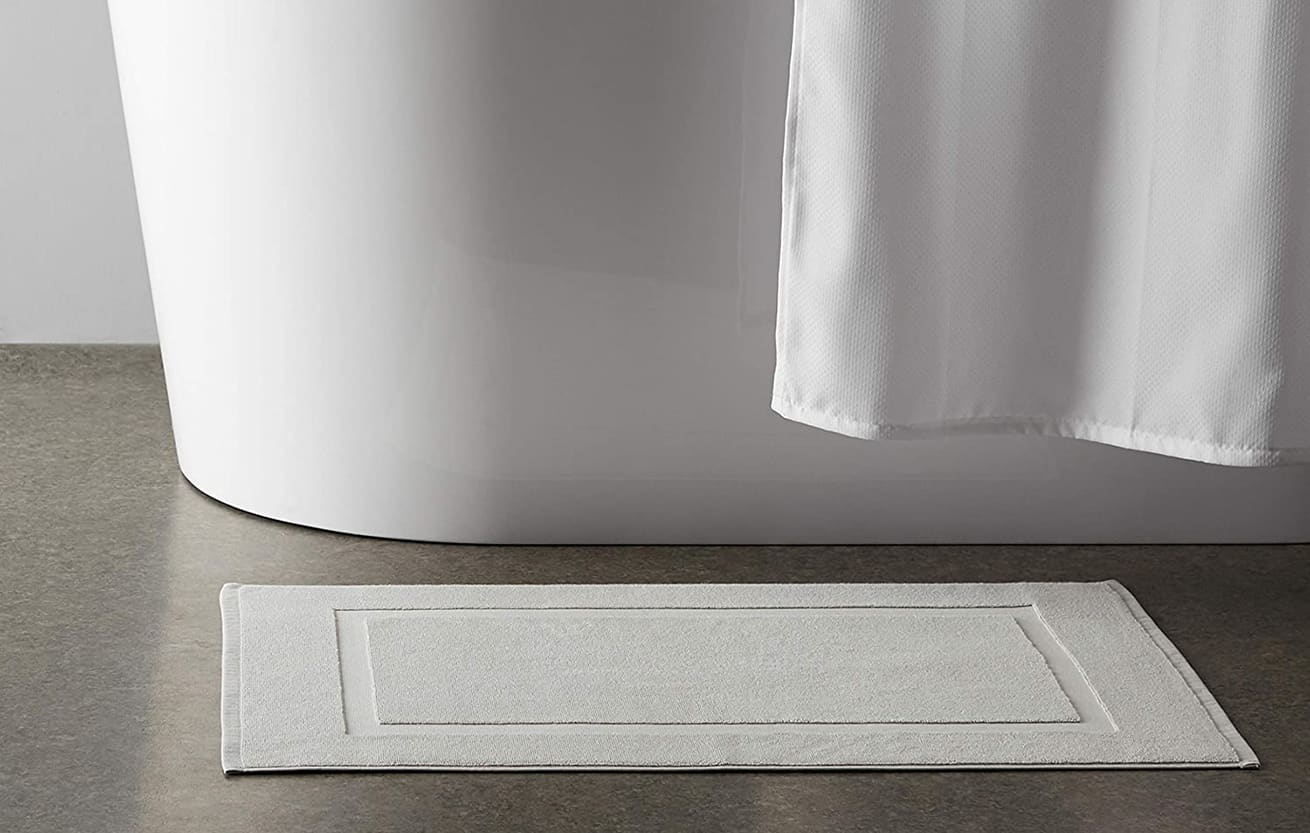 bathmat with rubber backing that should never be put into a clothes dryer