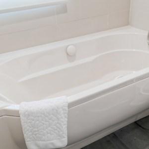 clea white bathtub
