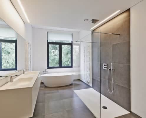 Luxury-modern-bathroom-with-vinyl-flooring