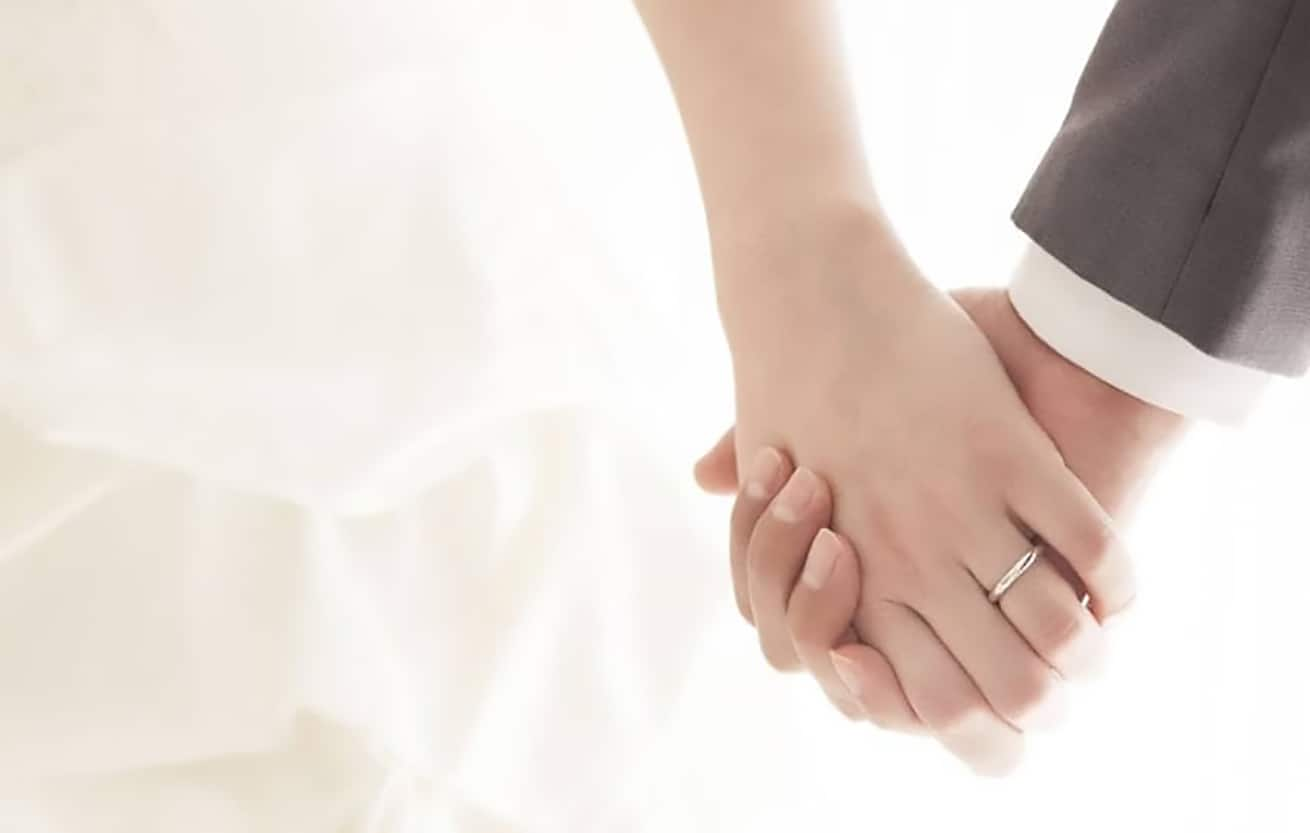 bride_groom_holding-hands