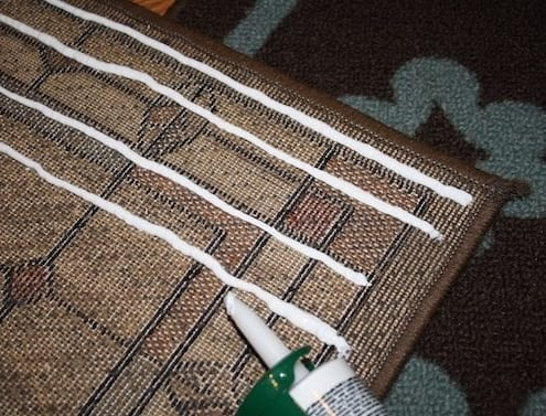 Repair area rug rubber backing with vinyl-latex caulk