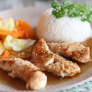 a plate of dump chicken with rice and vegetables.