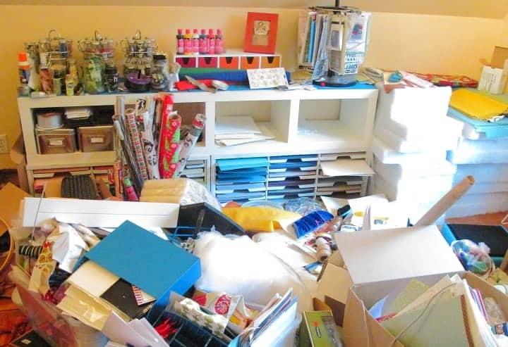 craftroom-super-mess-needs-organized
