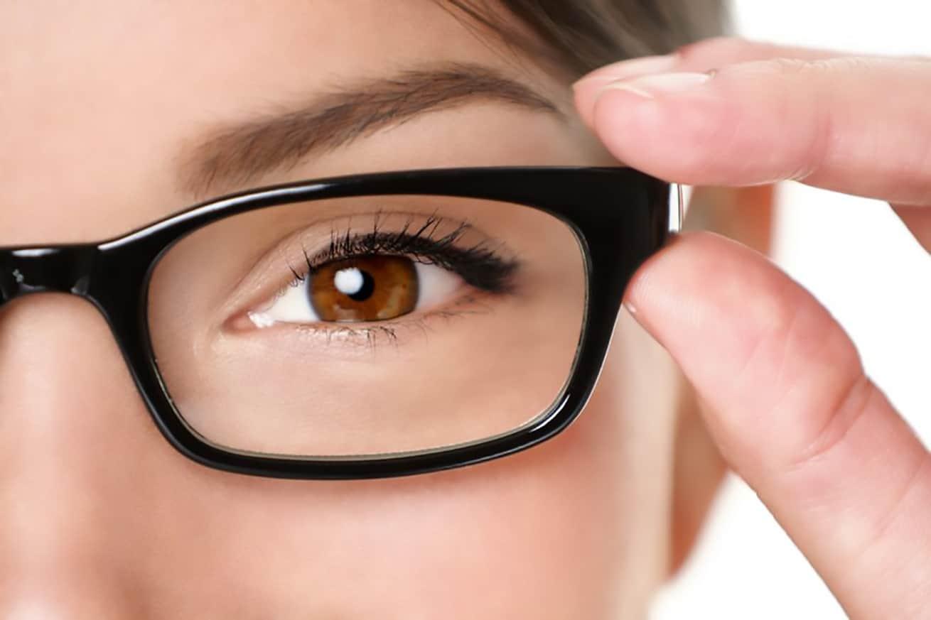 woman holding prescription eyeglasses online