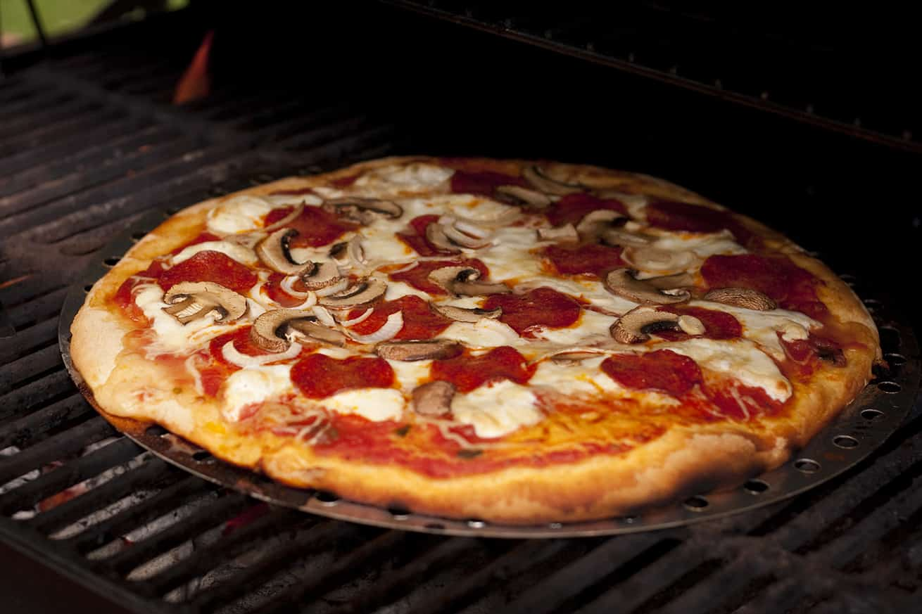 pizza on an outdoor grill