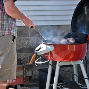 millennial-grilling-steaks-using-an-electric-grill