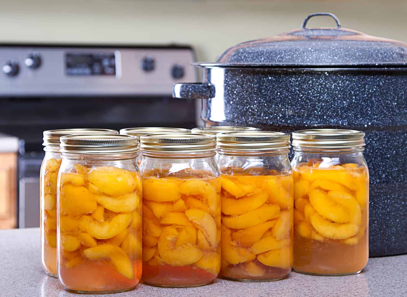 Canned peaches with large pot or canner