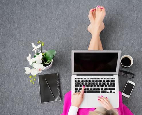 woman-shopping-online-deals